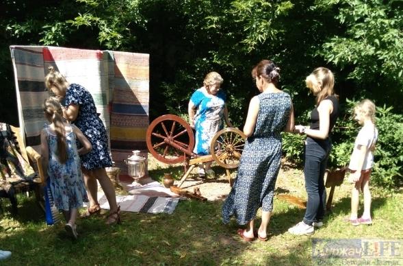 Выставка старинных предметов народного быта прошла в Районном Центре народной культуры