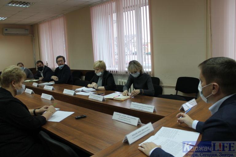 Илья Букалов обсудил с педагогами ситуацию с заболеваемостью в школах